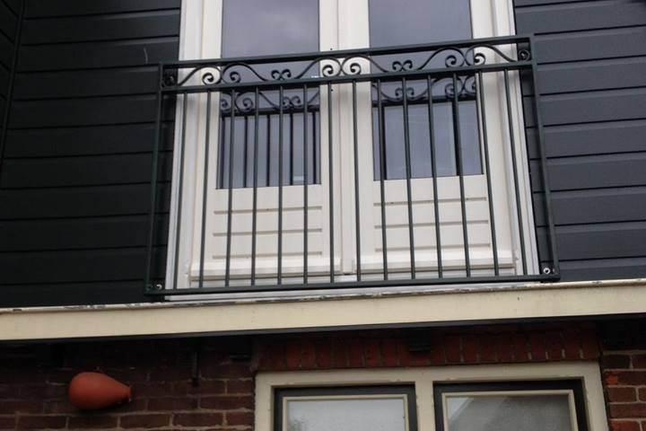 Verbouw gestripte  bovenverdieping 12 plaatsen sierhek frans balkon